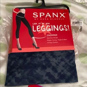 NWT Spanx Cropped Indigo Watercolor Legggings.